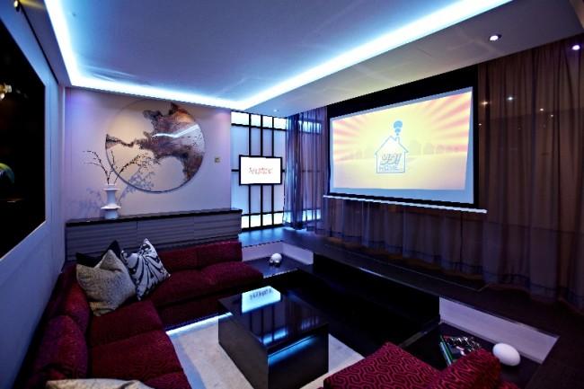 modern media room 650x433 Akıllı Ev Dekorasyonu 2013